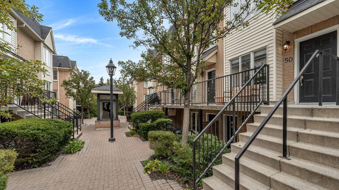 208 Niagara St TH 50 by DM Real Estate Services